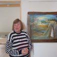 """Lõmala sadama külalistemajas avati Saaremaa kunstiklubi viisiku – Liia Peedu, Maie Kupitsa, Tähti Otstaveli, Ilme Armuandi ja Riina Saare – maalinäitus """"Sadam ootab…"""". Hoone kahel korrusel on eksponeeritud kokku 19 pilti, mis valminud kaheksas sadamas."""