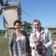 Vastvalminud Ohessaare tuuliku ja teemaja perenaised Mall ja Triin Kivimaa võõrustasid eile Torgu valla kultuurikomisjoni liikmeid ja vallavanemat, näidates Sõrve poolsaare uut turismiobjekti ja pakkudes külalistele omatehtud hõrgutisi.