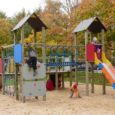 Kuressaare Ristiku lasteaia renoveerinud Koger Projektijuhtimise AS on jäänud alltöövõtjatele võlgu, mistõttu mänguväljakute atraktsioonide komplekteerija OÜ Atix keeldub välja andmast lasteaia mänguväljakute ohutussertifikaati.
