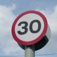 Kihelkonna vallavalitsus kehtestas Vilsandi saare teedel kiirusepiiranguks 30 kilomeetrit tunnis. Vallavalitsus lähtus piirangut kehtestades liiklusseadusest ja Vilsandi üldkogu otsusest.