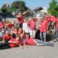 29. mai varahommikul kogunes Saaremaa ühisgümnaasiumi ette 25 noort mehehakatist poistekoorist Kratid ja 8 tüdrukut võimlemisklubist Gymnastica, et alustada ühist kontsertreisi Lätis asuvasse Talsi väikelinna.