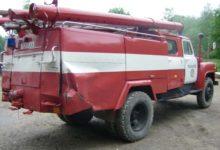 Ehitaja mõlkis tuletõrjeauto ja põgenes metsa