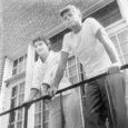Pool sajandit tagasi andis ametivande Ameerika Ühendriikide 35. president John F. Kennedy. Tegemist oli poliitikuga, kes ametisse astumise ajal oli avalikkusele tuntud suhteliselt noore ja elujõulise poliitikuna. Nüüd on aga päevavalgele tulnud faktid, mis kinnitavad hoopiski vastupidist: tegelikult oli see mees tõeline inimvare ja kannatas mitme terviseprobleemi all.