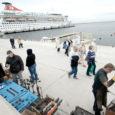 Selle suve jooksul jääb ära vähemalt kaks ristluslaeva külastust Saaremaale, mis tähendab tuhandete turistide kaotust. Tagasiside näitab, et reisijad ei ole rahul pakutava giiditeenusega.