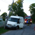 Soome numbrimärki kandev Fordi kaubik põrutas Kuressaares Transvaali tänaval teisipäeva õhtul vastu posti, kui endale väidetavalt kaks pudelit konjakit ja mitu õlut sisse kallanud juht oli roolis tukkuma jäänud.