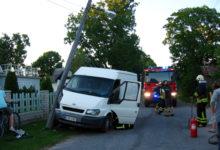 Purjus kaubikujuht põrutas vastu posti ja põgenes