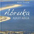 """Neljapäeval kell 12 päeval esitleb kauaaegne Eesti Raadio toimetaja, Abruka muuseumi seltsi eestvedaja Mari Tuulik oma äsja trükist ilmunud mahukat raamatut """"Abruka ajast aega"""", mis käsitleb elu ja ajaloosündmusi Abruka saarel."""