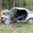 Veerel hukkus autojuht Veere lähedal juhtus laupäeva varahommikul selle aasta esimene inimohvriga autoavarii, kui sõiduauto Audi 80 sõitis teelt välja vastu puud. Avarii avastati kella 6.35 ajal Kihelkonna vallas Pidula–Veere […]