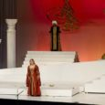 """Ankara ooperiteatri Mozarti """"Haaremiröövi"""" uut lavastust oli vaatama tulnud peaaegu täismaja. Publikut mahub tänavu ooperimaja kõrge katuse alla ligi 2000 hinge ning seda on üle 500 koha enam kui varasematel aastatel."""