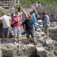 Saaremaale kogunes kaheks päevaks Eesti arheoloogide tänapäev ja tulevik. Osales 40 inimest, kelle hulgas oli nii kogenud arheolooge ja muinsuskaitsjaid kui ka arheoloogiat alles ülikoolis tudeerivaid noori.