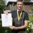 Kuressaare täiskasvanute gümnaasiumi õpilane Mihhail Afanasjev võitis USA-s ülemaailmsel lingvistika-olümpiaadil pronksmedali. Riikide arvestuses oli Eesti kolmas.