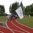 30. juulil kogunes Kallemäe veel lõppviimistlusjärgus olevasse koolimajja Saare maakonna 58 julget ja sportlikku indu täis võistlejat, et osaleda miniolümpiamängudel.
