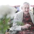 """Pühapäeval pidas oma 101. sünnipäeva Muhu saare vanim elanik Raissa Laugen. Kuigi passisegaduste tõttu on Raissa sünnipäev tegelikult kuu aega hiljem, on vanaproua ise kahe sünnipäeva üle õnnelik: """"Korraga ei jaksaks neid külalisi vastu võttagi..."""""""