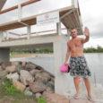 Kuressaare supelrannas on reostunud vee tõttu ujumine eilsest ajutiselt keelatud. Kui kaua rannas punane keelulipp lehvib või mis reostuse põhjustas, on alles selgitamisel.