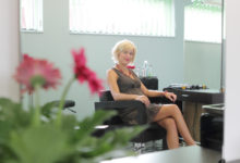 Natali Väli avas Kuressaares oma juuksurisalongi