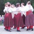 """""""Kärla triipu pühaks pean…"""" laulis neljapäeva õhtul Kärla pargis Ivo Linna. Koos Iffiga oli laval vana hea Rock Hotel. Aga sellel samal Kärla Triibu nimelisel üritusel rõõmustasid laval ka kohaliku rahvamaja juht Virge Varilepp ja triibuseelikutes Kärla piigad, samuti oma kodukandi rahvast tervitama tulnud Marvi Vallaste."""