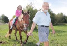 Asva hobusekasvatus lasi lapsed hobuste selga