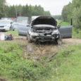 Salme vallavanem Kalmer Poopuu sattus teisipäeva õhtupoolikul oma tööautoga Läänemaal liiklusõnnetusse. Kraavi sõitnud autos sai vigastada kolm inimest, kes toimetati haiglasse.