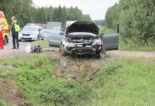 Salme vallavanem sattus koos perega liiklusõnnetusse