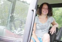 Orissaare koolitüdrukust saab Saaremaa noorim piimatootja