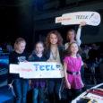 """TV3 sügishooaja muusikasaate """"Laulupealinn"""" juhid on selgunud ning erinevaist Eesti paigust pärit lauljate vägesid hakkavad innustama saarlanna Teele Viira (fotol koos fännidega) ja Marten Kuningas."""