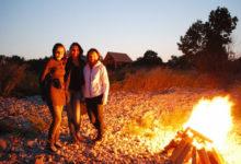 Muinastulede öö viis sugulased juhuslikult kodurannal kokku