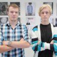 """Möödunud neljapäeval avasid noored fotograafid Villu Vares (vasakul) ja Oliver Rõõmus esmakordselt Saaremaa Kunstistuudio galeriis Kuressaares Lossi tn 5 näituse, mis kannab nime """"Mustvalge portree värvilise kiiksuga""""."""