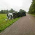 Eile päeval kell 12.19 sõitis veoauto Tehumardi kandis teelt välja kraavi. Inimesed õnnetuses vigastada ei saanud.