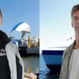 """Üks Ain Pulk on Saaremaa Laevakompanii parvlaeva """"Saaremaa"""" kapten, teine """"Hiiumaa"""" kapten. Kolleegid teevad neil sedaviisi vahet, et üks on hele ja teine tume. Naljatamisi lisatakse: """"Üks räägib, teine teeb."""" Asjalikud ja mõnusad mehed mõlemad. Peale selle on need kaks Aini ka lähedalt sugulased – vendade lapsed."""