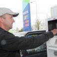 Neste ees, teised tanklaketid järel, kergitati eile Eestis kütuse jaemüügi hinnad tasemeni, mis vanas vääringus oleks oktaanarvuga 95 bensiini liitri hinnaks teinud üle 20 krooni. Samal ajal maailmaturul toornafta hinnad langevad.