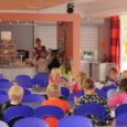 Kuressaare gümnaasiumi algklasside lapsevanemate koosolekul selgus lapsevanemate hämminguks, et nende lastele antakse süüa juba kell 9.45, teise vahetunni ajal.