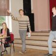 Saaremaa ühisgümnaasiumis toimus eile SÜG-i ja Kuressaare gümnaasiumi õpilaste näidisväitlus meie ühiskonnaelus praegu ühel aktuaalsemal teemal: kas Eesti vajab tuumajaama või mitte?