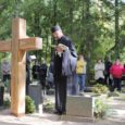 Eile südapäeval avati Kudjape kalmistul mälestusrist Kuressaare lossihoovis toimunud massimõrva ohvritele – 87 mehele ja kolmele naisele.