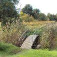 Orissaare korrusmajade vahetus läheduses vonkleb mere poole väike Miksi jõeke. Et pääseda üle jõe lähedalasuvasse mereranda, oli vaja silda. Jõeke sai endale väikese värvika kaarsilla tänu Ingla Leisi ettevõtlikkusele.