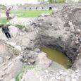 Kuressaare linnuse juures toimuvatel väljakaevamistel lõpuni välja puhastatud esimene ringmüür sai eile taas kaitsva mullakihiga kaetud.