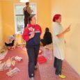 Heategevusliku Lions-klubi Kuressaare Piret liikmed on juba paar päeva ametis olnud Kuressaares Kopli tänaval asuva sotsiaalse rehabilitatsiooni keskuse varjupaiga värvimistöödel.