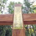 Kudjape kalmistule püstitatud massimõrva ohvrite mälestusristile paigaldati eile lisatahvel, millelt leiab täpsemat informatsiooni, kellele ja mis põhjusel on mälestusrist kalmistule püstitatud.
