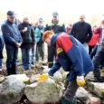 Esmakordselt Saaremaal muinsuskaitseameti korraldatud kiviaia ladumise õppepäevale kogunes huvilisi oodatust rohkem.