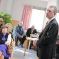 Justiitsminister Kristen Michal väitis eile Kuressaare päevakeskuses inimestega kohtudes, et haldusreformi ei ole mõtet teha vaid piiride ümberjoonistamiseks. Sellise muudatuse jaoks on vaja sisukat plaani, mida hetkel ei ole.