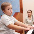 Valjala vallas Vilido külas elavate Heli ja Toomas Kulli novembris kuueaastaseks saav poeg Hanno Kull paranes justkui ime läbi üliraskest haigusest ning omandas üleöö erakordse musikaalsuse ja klaverimänguoskuse.