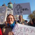 Koos enam kui 1500 kolleegiga üle Eesti kogunes eile keskpäevaks riigikogu ette Lossi platsile paremaid tingimusi ja õiglasemat palka nõudma sadu Saare maakonna haridustöötajaid.