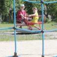 Saaremaa lasteaiad on keskmises korras, atraktsioonid ja mänguväljakud kontrollitud ning võimalusel on personali tööülesanded jaotatud nii, et kõigil lastel saaks väljas olles silma peal hoida, kinnitavad maakonna lasteaednikud.