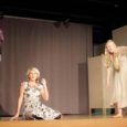 Laval vaid redel ning kasutamiseks Debora Vaarandi ja Juhan Smuuli looming, püüdsid Kuressaare gümnaasiumi õpilased teatrit teha. Mõnel õnnestus, mõnel mitte.