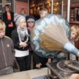 Saaremaa muuseumi ajalootunnid on osutunud õpilaste hulgas väga populaarseks. Neljapäeval käisid elu vaarisade ajal uudistamas Lümanda põhikooli 1.–3. klassi õpilased.