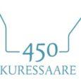 """Kuressaare 450. juubeliaasta logo ideekavandi võistluse parimaks tunnistati Saarte Hääle toimetaja Raul Vinni töö """"Ajatelg"""", mis võistluse laiapõhjalise žürii hinnangul kannab edasi 2013. aastal toimuva juubeli visuaalse mõtte."""