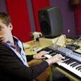 Noor saarlasest muusik Sander Mölder (24) valiti sel aastal ainsa eestlasena osalema Red Bulli muusikaakadeemias. Madridis toimunud kahenädalasest seminarist olid tema jaoks meeldejäävaimad Erykah Badu ja Joung Guru loengud.