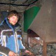 """""""Meil on Lihula kandis praegu töö pooleli. Teeme seal tuulikut,"""" vastas Ööriku Ehituse tegevjuht Raul Kolk pärimisele tuulikumeistrite tööjärje kohta. Sel teisipäeval olid ehitusfirma kaks ainsamat töömeest, isa ja poeg Raimo ja Raul Kolk siiski ametis oma Sakla saekaatris-puidutöökojas."""