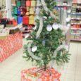 Detsembri algusest jõuludeni on Maxima kauplustes üle Eesti koostöös Päästearmeega üles seatud Inglipuud, mille küljes on puudustkannatavate laste jõulusoovid. Kuressaare Maxima puul on 26 lapse nimed ja soovid.