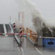 Esmakordselt alates uute laevade tulekust pooleteise aasta vältel on täna liiklus Kuivastu-Virtsu liinil raskete ilmastikuolude tõttu katkenud. Uus info liikluse jätkumise väljavaadete kohta tuleb kell 16.00.