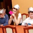 Esmaspäeva õhtul sai teoks Kuressaare ametikooli õpilaste jõuluheategevusprojekt – Kuressaare väikelastekodu kasvandikke kostitati nii piduliku õhtusöögi kui ka sisuka meelelahutusprogrammiga.